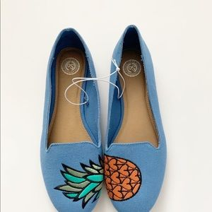 SO pineapple print blue flats